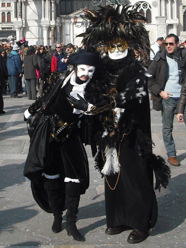 Il carnevale di Venezia - Noleggio costumi e abiti d epoca 7af5504dea7c