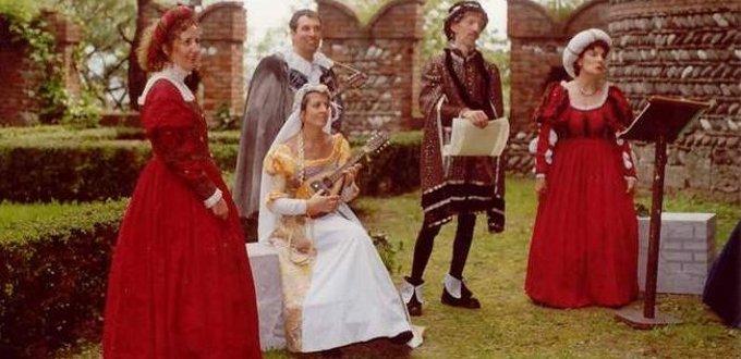 brescia Archives - Noleggio costumi e abiti d epoca 827195d89ac