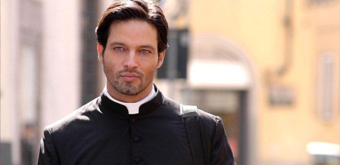 L'abito talare religioso: preti, vescovi, cardinali e papa