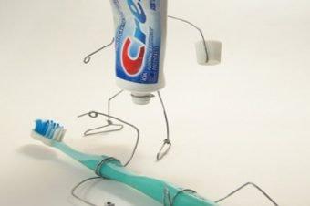 Costumi spazzolino e dentifricio