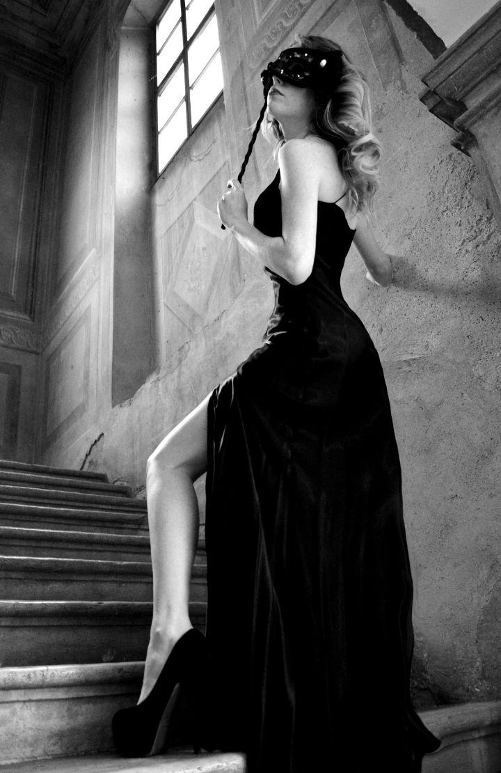 abito da sera nero - Noleggio costumi e abiti d epoca bab08ec66e0