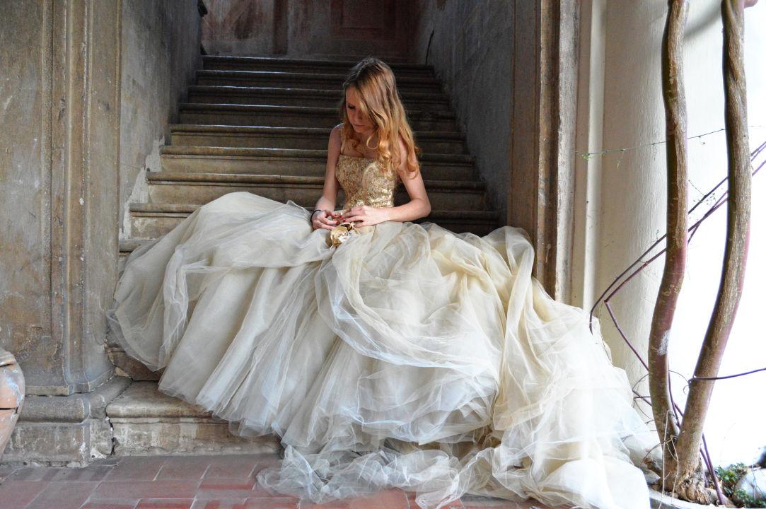 Vestiti Da Sposa Pomposi.Abito Da Sposa Pomposo Noleggio Costumi E Abiti D Epoca